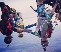 @hubsey organising the lads at Funny Farm. Man, that @uptvector container looks rad!!!  @maso_hold #funnyfarm #fulltiltskydiving #fulltilt #uptvector #tonfly #skydivespecialized #gopro #GoProANZ