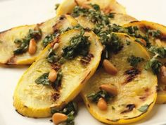 Calabacín al pesto. Yellow squash with pesto sauce