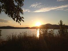 Prenez une marche autour du Lac Memphrémagog à Magog, QC. Le calme qui y règne vous charmera !