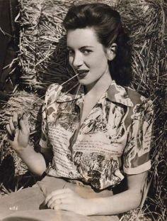 Deborah Kerr novelty print blouse short sleeves shirt collar button down 40s vintage style fashion war era casual day sportswear