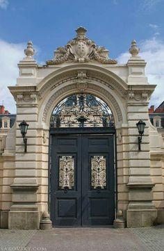 Ukraine New Classical Architecture, Vintage Architecture, Classic Architecture, Beautiful Architecture, Architecture Details, Main Gate Design, Door Gate Design, Entrance Design, Classic House Exterior