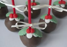 Christmas Cake Pops - by SugarRuffles @ CakesDecor.com - cake decorating website
