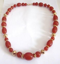 VINTAGE 80 S BURGUNDY RED LUCITE GOLD TONE CHUNKY BEADS NECKLACE - TRIFARI