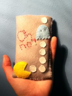 DIY Felt pouch for mobile phone :) Just made it (first time!) and so happy of that !