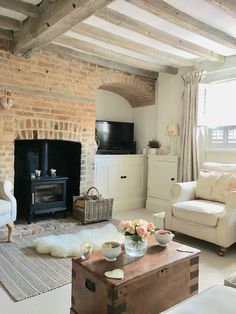 50 Cottage Decoration To Update Your Home - Modern Country Cottage Living Room, Cottage Shabby Chic, Country Cottage Interiors, Modern Cottage Decor, Cute Cottage, Home Modern, Living Room Modern, Home Living Room, Living Room Designs