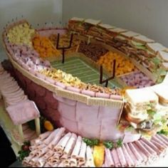 Проверьте это блюдо гастронома.  Это потрясающе !!!  Это все сделано из мяса, сыра, и бутерброды.  Джоанн
