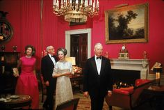 How Past Presidents Have Decorated the White House Melania Trump will soon redecorate the White House, so we decided to look at the past for some home decor inspiration. Take a look at how the White House has been decorated in the past!   This is how the Johnson Administration decorated The Red Room, 1965.