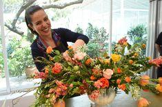Compartiendo magia en CDMX Donuts, Bucket, Florists, 30th Birthday Decorations, Ornaments, Floral Arrangements, Vintage Flowers, Household Items, Floral Design