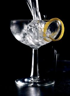 The Classic Martini: Kingsley Amis and Churchill could hardly stand the stuff, but a little extra vermouth goes a long way. Wine Drinks, Alcoholic Drinks, Beverages, Martini Recipes, Bar Recipes, Brunch Recipes, Drink Recipes, Delicious Recipes, Steak And Rice