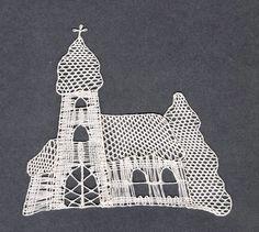 Zasněžený kostelík II, - paličkovaná krajka, bobbin lace, autor: Lenka Maslova Spetlova, Hostinné, Atelier ROS ZEFYRA s.r.o.