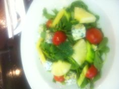Blue cheese soslu ananasli semizotu salatası