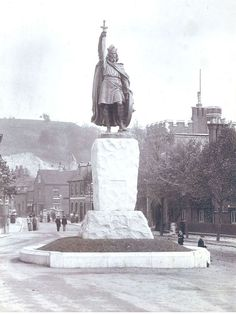 https://flic.kr/p/sWfD6p | Statue of King Alfred, Winchester | Photograph showing the King Alfred Statue, The Broaday, Winchester, Hampshire   HMCMS:P2005.61