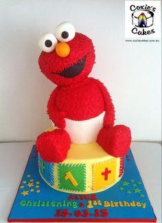 Sweet 1st birthday cake with handmade teddies and ruffles Coxies