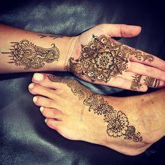 #Henna #hennadesign #handhenna #design #mehndi #palmhenna #palm #flower #flowerhenna #mandala #foothenna #mandalahenna
