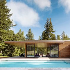 Architects Leslie and Julie Dowling, twin sisters and Michael Graves protégées, created this 1,000-square-foot, single-story home by linking two flat-roofed pavilions together in the shape of a T. The design of this Sonoma County home was inspired by Philip Johnson's 1949 Glass House in New Canaan, Connecticut.