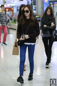 Korean Fashion Trends you can Steal – Designer Fashion Tips Snsd Airport Fashion, Snsd Fashion, Girl Fashion, Fashion Outfits, Womens Fashion, Fashion Design, Airport Outfits, Korean Fashion Minimal, Korean Fashion Trends