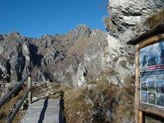 Il Percorso nella Roccia è un itinerario alla scoperta della bellezza naturalistica e delle peculiarità geologiche della Riserva Naturale Valsolda (Como).
