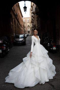 Pretty Wedding Dresses, Pretty Dresses, Royal Wedding Dresses, Chanel Wedding Dress, Gorgeous Wedding Dress, Winter Wedding Dresses, Designer Wedding Dresses, Big Dresses, White Wedding Dresses