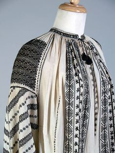 Ivory chemise (camasa) with black and gold thread embroidery. Dolj county, Oltenia province of Romania, ca. Folk Embroidery, Shirt Embroidery, Embroidery Stitches, Embroidery Designs, Folk Costume, Embroidery Techniques, Historical Clothing, Black Cotton, Fashion Art