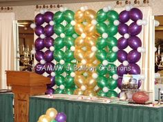 Link-O-Loon backdrop for Mardi Gras party.   http://sammyjballoons.com/
