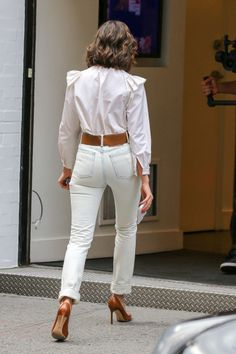 Olivia Culpo: Leaving the Marc Jacobs Store Work Fashion, Fashion Pants, Fashion Outfits, Olivia Culpo Style, Olivia Culpo Hair, Short Hair Outfits, Casual Wear, Casual Outfits, Neutral Outfit