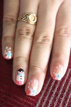 Cool...but I think you would have to have a small brush to do that detail! ~Nail Designs For Christmas