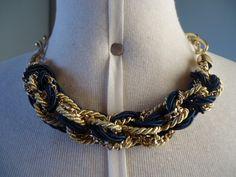 Maxi colar em cordão de algodão e correntes azul marinho