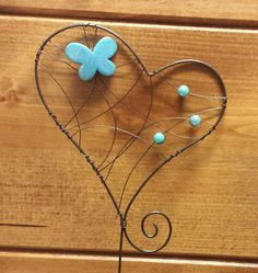 Barb Wire Crafts, Wire Hanger Crafts, Metal Crafts, Copper Wire Art, Angel Crafts, Metal Hangers, Cheap Gifts, Shell Art, Wire Weaving