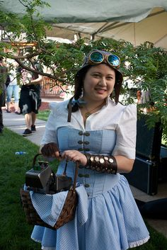 REFERENCE: for steampunk Costumes & Staging !! - MIGHT be helpful at some point in time!  ~~~~~~~~~~~~    Steampunk Dorothy from Wizard of Oz