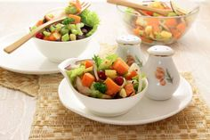 А ви знали, що слово гарбуз запозичене із тюркської і дослівно перекладається як віслючий огірок, а з латині –круглий огірок? Одного такого огірочка вистачить на кілька десятків салатів. Треба хороший рецепт?        Якщо вам сподовався рецепт гарбузового салату, напишіть про це у коме