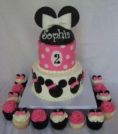 "6/8 ""peinado buttercream Minnie Mouse pastel y magdalenas a juego"