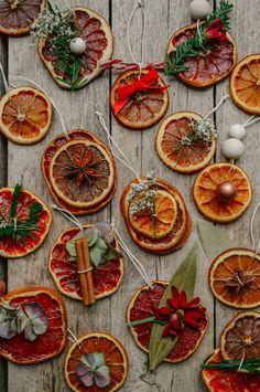 Orange Christmas Tree, Christmas Ornaments To Make, Rustic Christmas, Winter Christmas, Vintage Christmas, Christmas Holidays, Orange Ornaments, Christmas Crafts, Christmas Wreaths