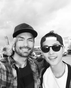 David Lee Mcinnis as Argus n Song Joong Ki as Yoo Si Jin as Big Boss