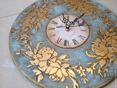 Clock Craft, Diy Clock, Clock Decor, Wall Clock Painting, Sculpture Painting, Pencil Drawings Tumblr, Painted Stools, Gold Leaf Art, Barn Wood Crafts