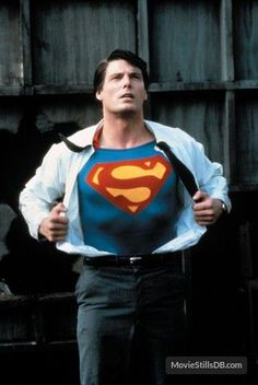 A gallery of Superman publicity stills and other photos. Featuring Christopher Reeve, Margot Kidder, Marlon Brando, Susannah York and others. Superman Movies, Superman Art, Superman Man Of Steel, Dc Movies, Superman Photos, Superman Logo, Comic Movies, Marvel Comics, Marvel Dc