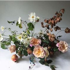 And just like that, it's Sunday night | photo and florals @hart_floral | #inspiration #holidaymagic