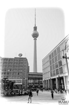 Der Berliner Fernsehturm vom Alexanderplatz gesehen. (Photo: Copyright @ MaBu Photography)