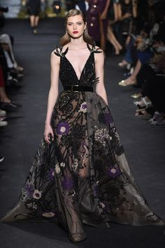 Lebanese fashion designer Elie Saab unveiled his highly anticipated Haute Couture fall/winter 2016 collection today in Paris. A timeless couture travel Elie Saab Couture, Couture Mode, Style Couture, Couture Fashion, Runway Fashion, Fashion Show, Fashion Design, Live Fashion, Fashion News
