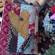 EL PATCHWORK DE KRIS: LIBRETAS PATCHWORK PARA EL BOLSO Scrapbook, Quilts, Projects, Stitches, Heart, Scrappy Quilts, Placemat, Book, Hair