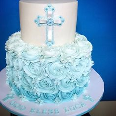 Loving this rosette trend! Baptism Cake for Luca - chocolate cake with cookies & cream filling and cream cheese buttercream! Baby Boy Cakes, Cakes For Boys, Girl Cakes, Boy Communion Cake, First Holy Communion Cake, Tea Cakes, Cupcake Cakes, Ideas Bautizo, Christening Cake Boy