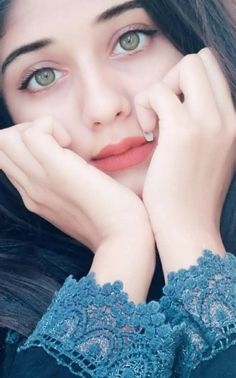 Look Your Absolute Best With These Beauty Tips Beautiful Girl Photo, Cute Girl Photo, Beautiful Girl Indian, Beautiful Girl Image, Beautiful Lips, Cute Girl Poses, Girl Photo Poses, Girl Photography Poses, Girl Photos