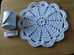 Dandelion Days: A Fabulous Hoooked Zpagetti Rug Pattern Crochet Mat, Crochet Round, Crochet Squares, Thread Crochet, Crochet Doilies, Doily Patterns, Knitting Patterns, Crochet Patterns, Easy Crochet Projects