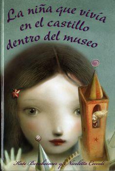 Una historia dentro de otra historia, un cuento de hadas que parece un sueño evocador, en el que se invita al lector a participar. Una niña vive en un castillo que está  dentro de un globo de cristal y éste, a su vez, forma parte de las piezas  de un museo.