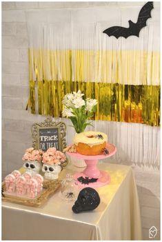 Mini table de Halloween Halloween, Trick Or Treat, Treats, Table Decorations, Mini, Home Decor, The Bell Jar, Home, Girlfriends
