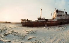 These bizarre abandoned ships left to rust in the desert of Aral, Kazakhstan. | 18 Beautifully Haunting Abandoned Places Around The World