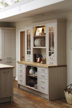 28 Ideas for kitchen furniture hutch cupboards Kitchen Dresser, Kitchen Cabinets Decor, Farmhouse Kitchen Cabinets, Cottage Kitchens, Kitchen Units, Kitchen Cabinet Design, Kitchen Furniture, Home Kitchens, Country Furniture