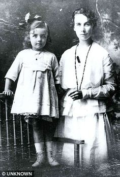 Living legacy: Mary Costin with her daughter, Johnann. Mary and John 'Jock' Hume (Titanic's first violin) daughter. Real Titanic, Titanic Ship, Titanic History, John Law, Titanic Underwater, Titanic Artifacts, Christopher Ward, Christian Names, Family Feud