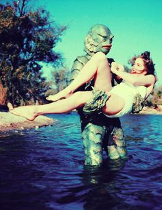 Julie Adams in Creature from the Black Lagoon. One of my favorite movies, actually. Beetlejuice, Cthulhu, Julie Adams, Famous Monsters, Scary Monsters, Drame, Classic Horror Movies, Classic Films, Black Lagoon