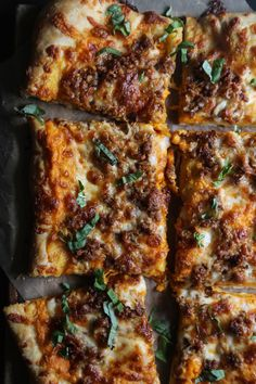 Lower Excess Fat Rooster Recipes That Basically Prime Climbing Grier Mountain Sausage and Smoked Mozzarella Pizza With Sweet Potato Bechamel - Climbing Grier Mountain Easy Appetizer Recipes, Dinner Recipes, Appetizers, Food Should Taste Good, Good Pizza, Pizza Pizza, Stromboli, Calzone, Pizza Recipes