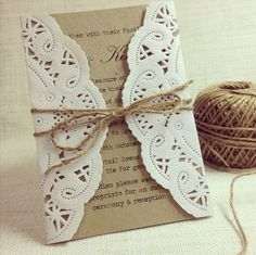 Encuentra el tuyo entre estos 20 sobres para invitaciones de boda originales y creativos!  Sobres con puntilla y yute